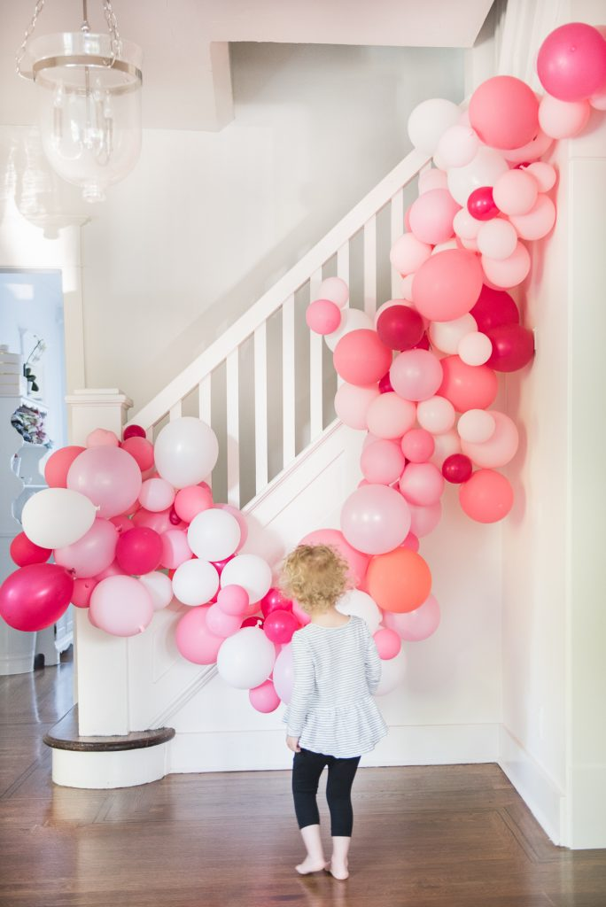 easy diy balloon arch tutorial without chicken wire